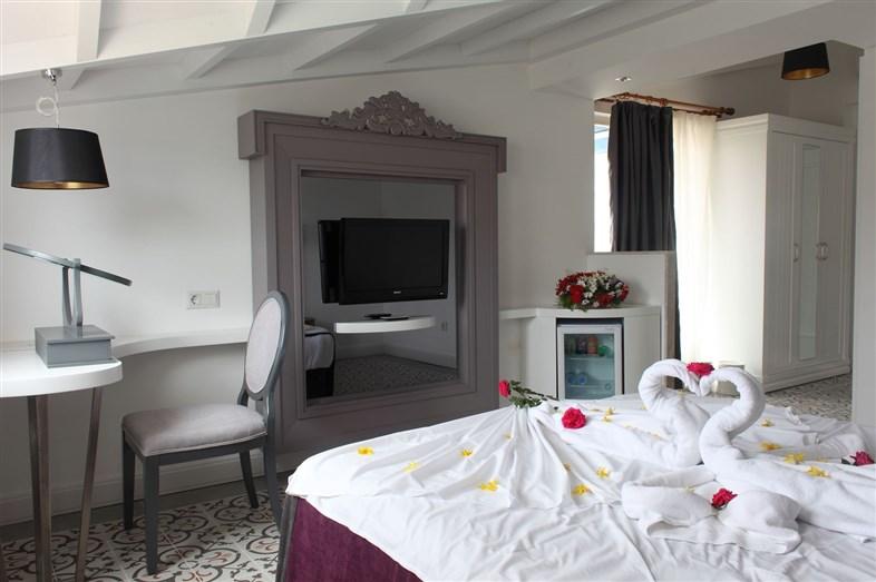 Hotel Crystal Aura Beach