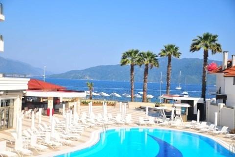 Hotel Golden Rock Beach